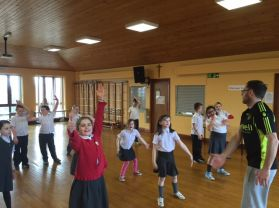 P5 enjoying a dance lesson with Chris Cross
